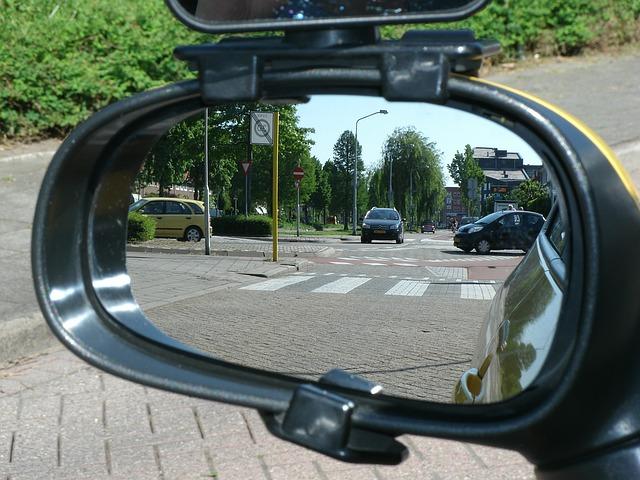 kamera samochodowa w lusterku